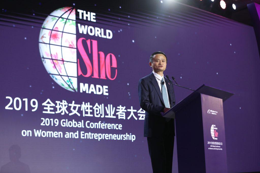 แจ็ค หม่า ประธานกรรมการบริหารกลุ่มอาลีบาบา กล่าวในที่ประชุมระดับโลกด้านสตรี และผู้ประกอบการ ที่เมืองหางโจว ประเทศจีน ในปี 2019
