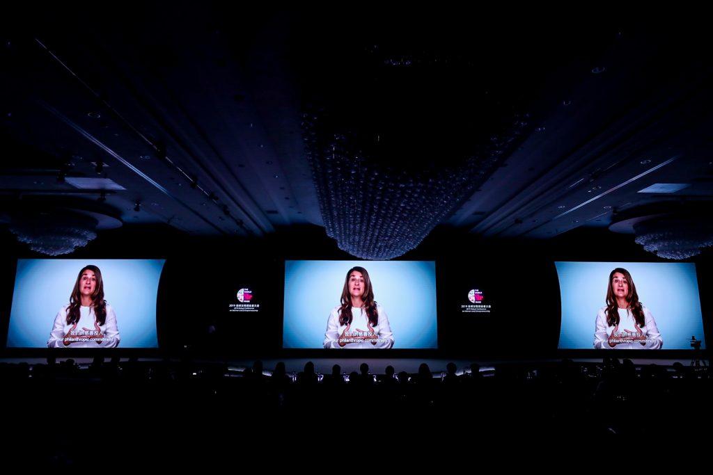 เมลินดา เกตส์ ในที่ประชุมระดับโลกด้านผู้ประกอบการสตรีและผู้ประกอบการอาลีบาบา ในปี 2019 เน้นย้ำถึงการลงทุนในผู้หญิงที่ไม่เพียงแต่เป็นสิ่งที่ถูกต้องเท่านั้น