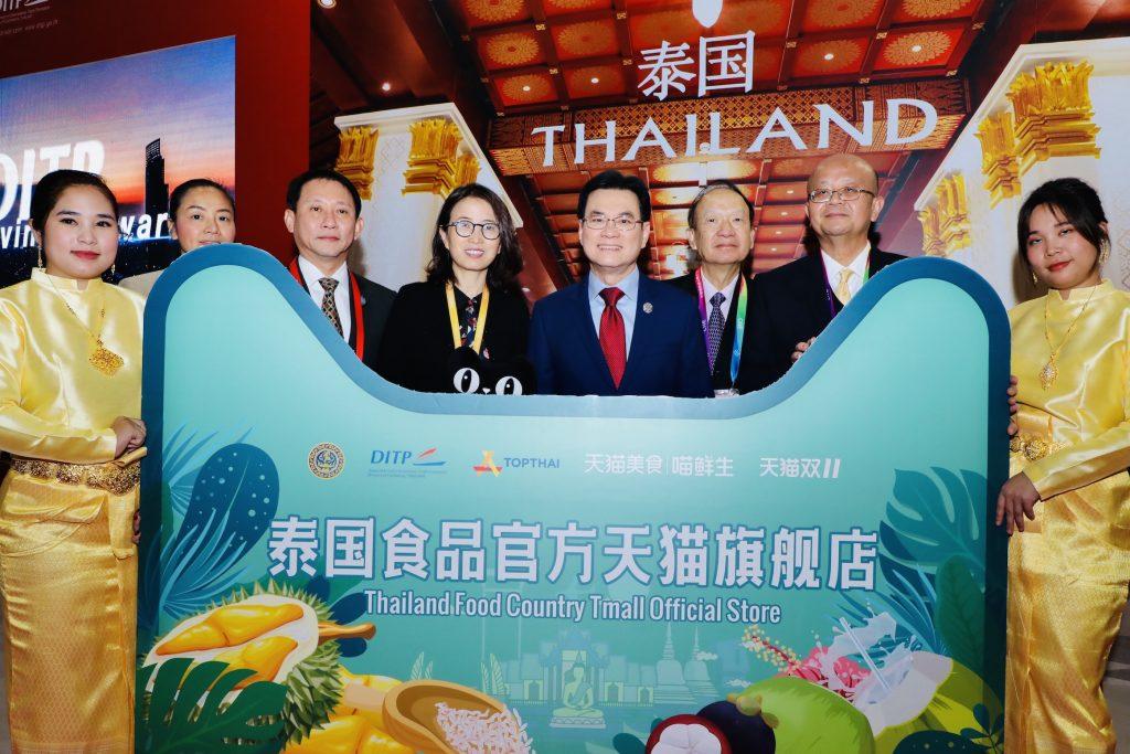 นายจุรินทร์ เป็นตัวแทนประเทศไทยเปิดพิธีเฉลิมฉลองจัดตั้งร้านขายสินค้าไทยบนทีมอลล์ ขณะเดินทางเยือนเซี่ยงไฮ้