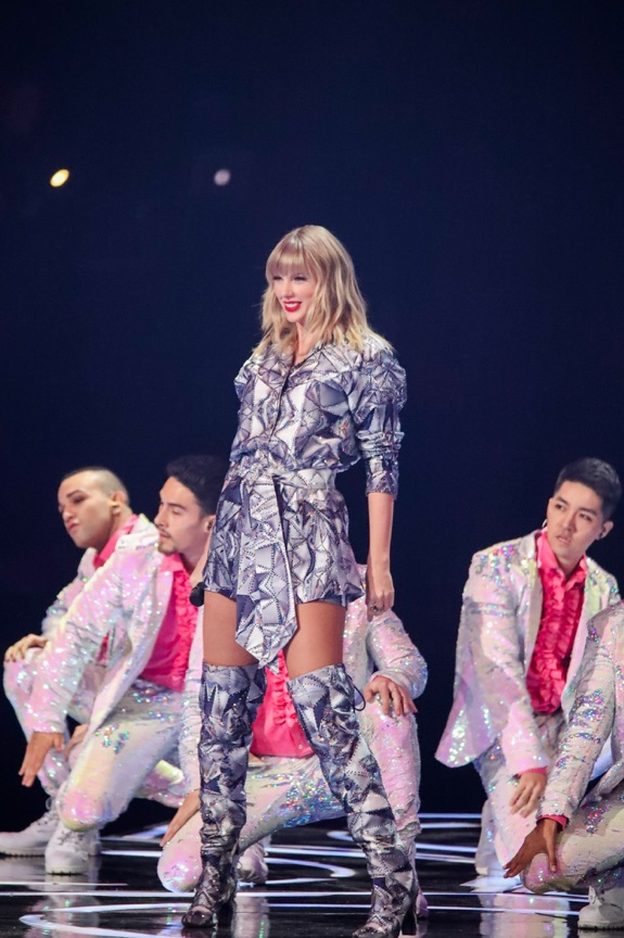 Taylor Swift Performs at 11.11 Countdown Gala